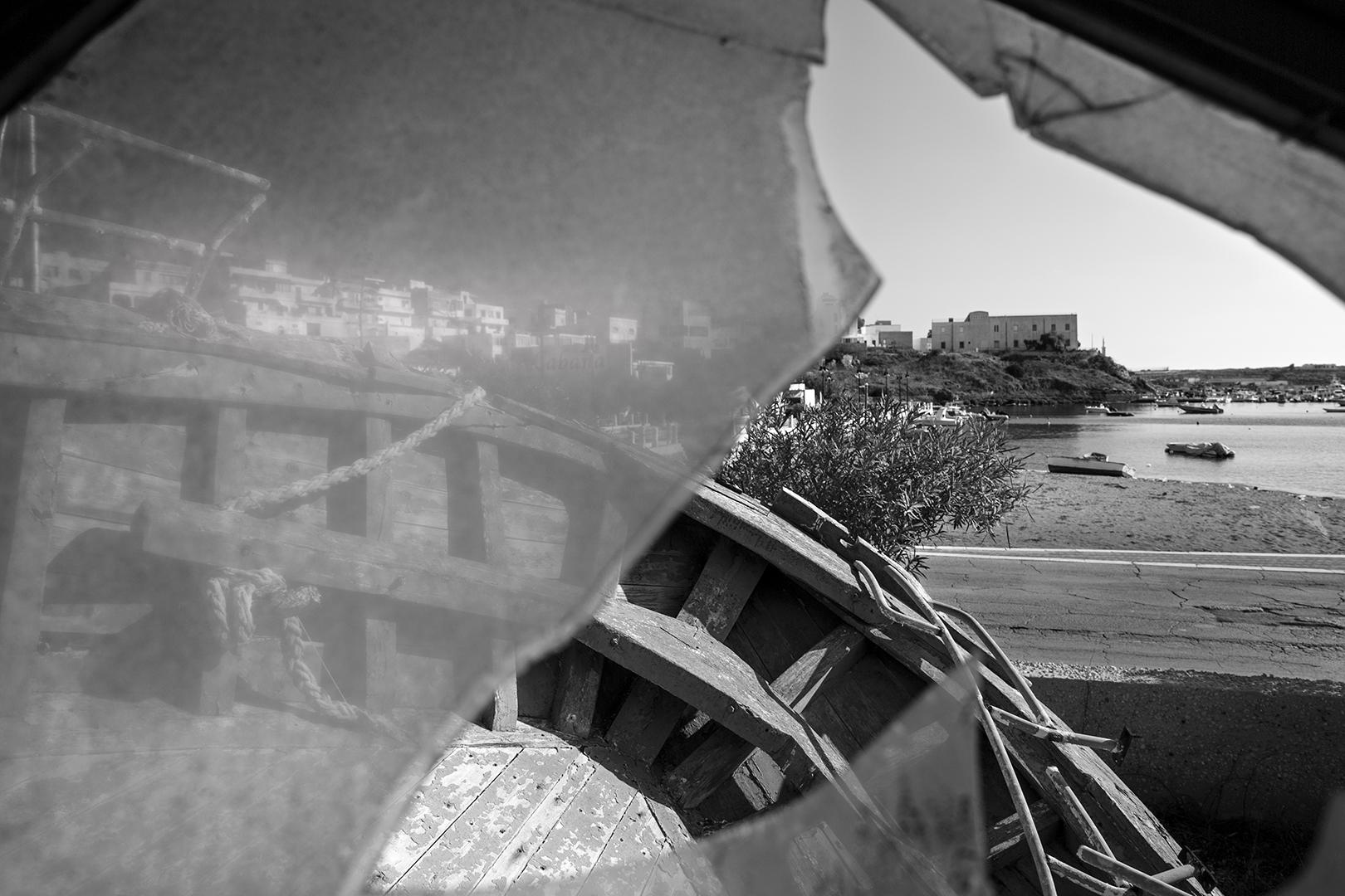 Lampedusa, cimitero delle barche, 2017